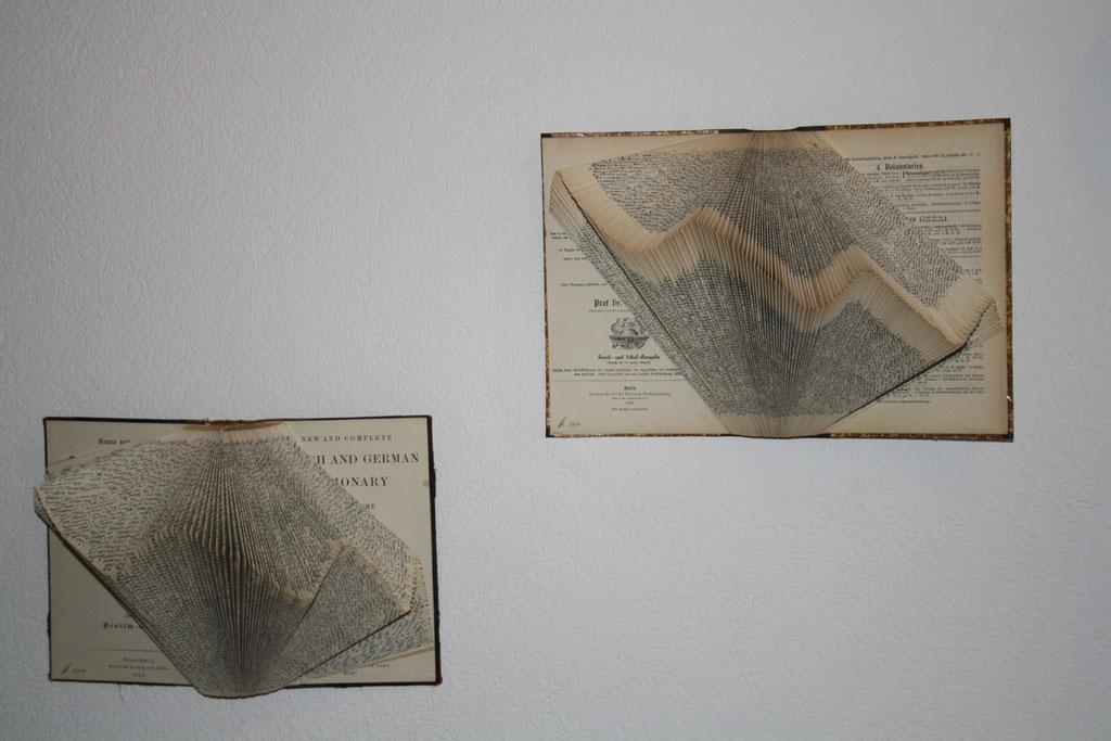 Thieme-Kellner Verlag, Englisch-Deutsch Wörterbuch 18.Auflage ca. 1903 (li.), Sachs Enzyklopädisches Wörterbuch II. Deutsch- Französisch ca. 1895