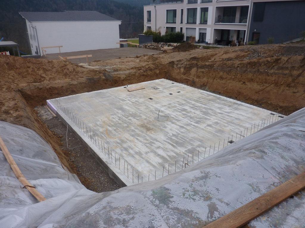 Bevorzugt Betonieren der Bodenplatte - Unser Weg zum Haus AZ07