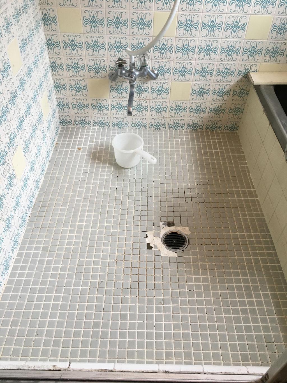 浴室タイル床 工事前