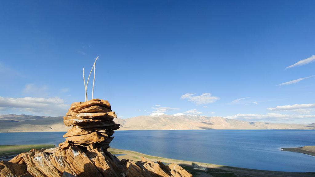 See Tsomoriri auf 4500 Metern Höhe auf den Ausläufern des tibetischen Hochplateaus
