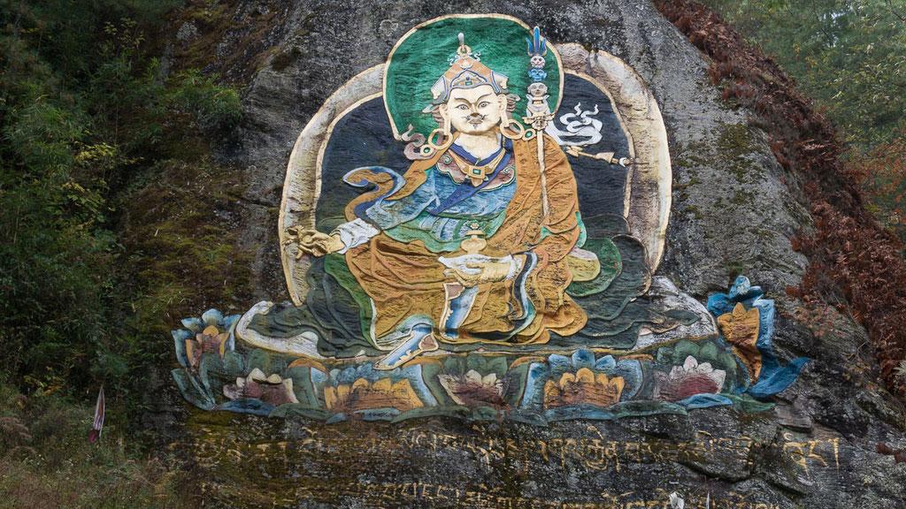Felsenrelief von Padmasambhava auf dem Weg zum Kloster Tango