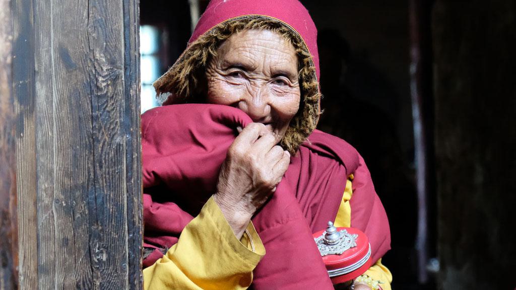 Alte Nonnen in Yarchen Gar