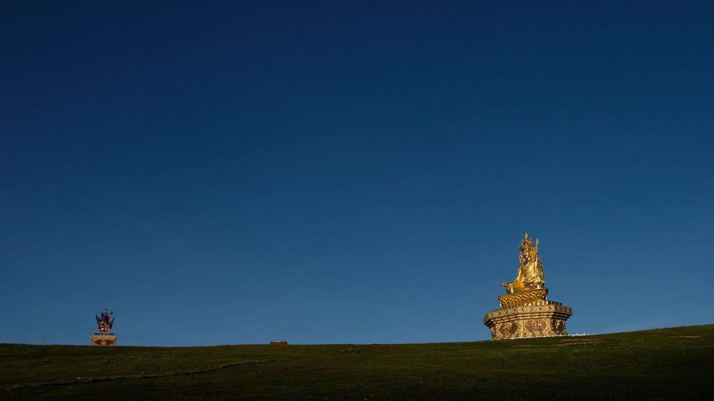 Goldene Statue des Padmasambhava (tib. Guru Rinpoche)