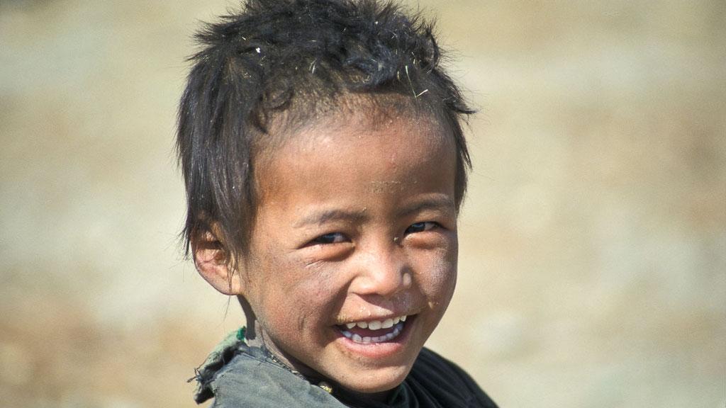 Nomadenjunge auf dem Hochplateau von Ruphsu in Lasdakh
