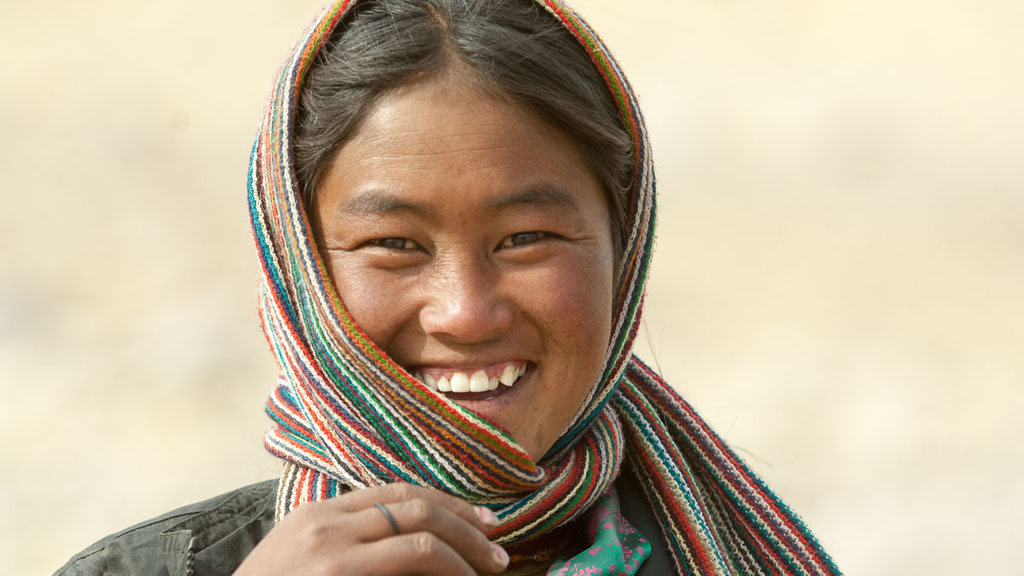 Junge Nomadenfrau in Kharnak