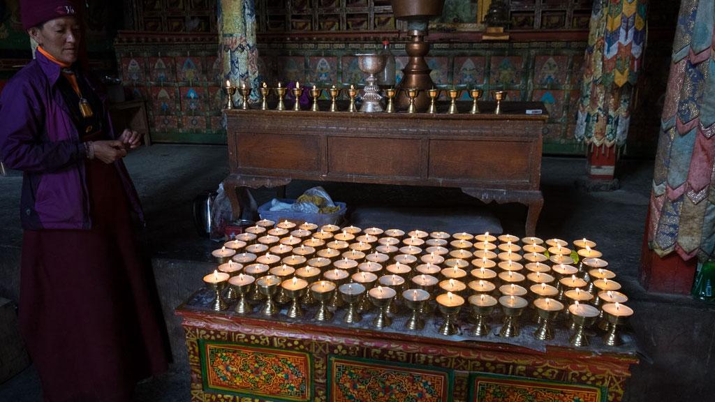 Butterlampen im Kloster Rongbuk in Tibet