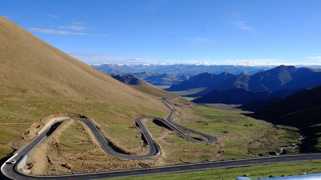 Passstrasse über den 5200 Meter hohen Pang La auf dem Weg zum Basislager des Mount Everest