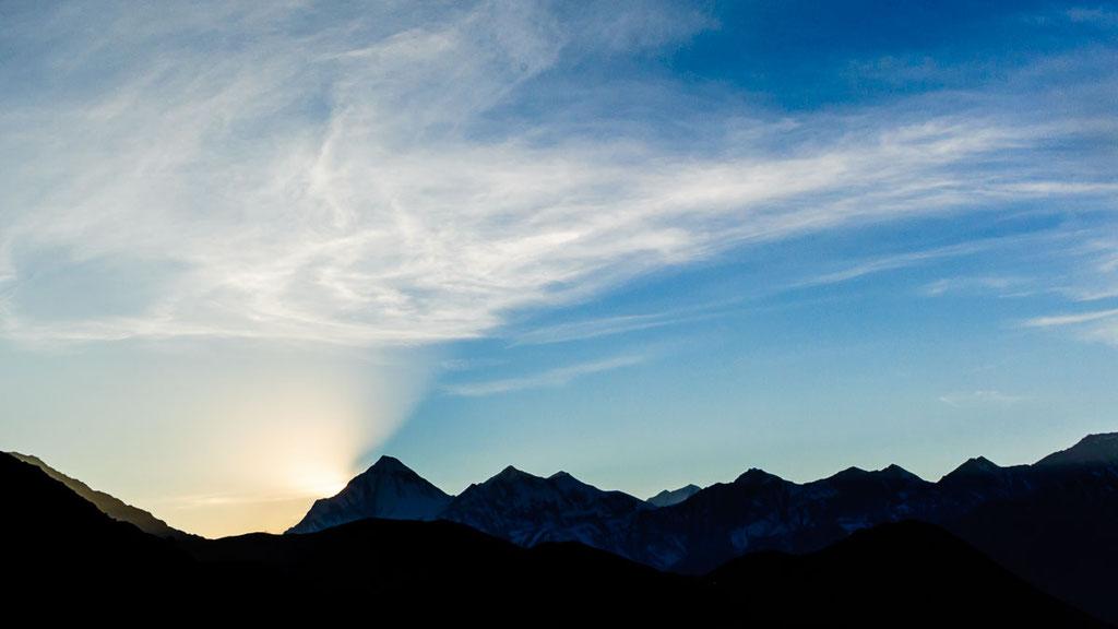 Sonnenuntergang am 8000er Dhaulagiri in Nepal