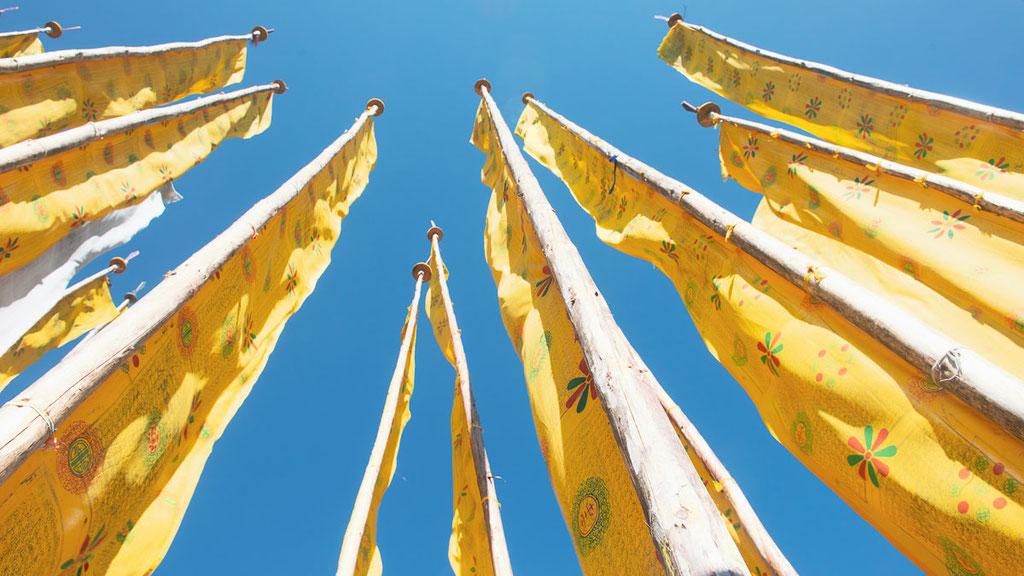Gebetsfahnen in Bhutan