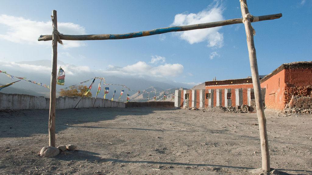 Fussballplatz auf dem Klosterhof von Tsarang