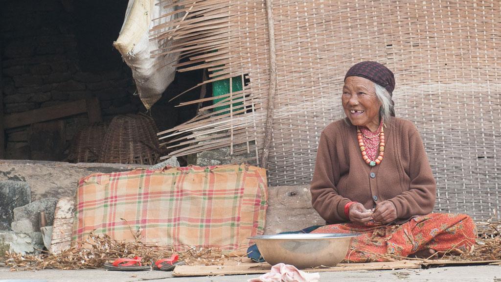 Frau in der Region Ghandruk am Südfuss der Annapurna