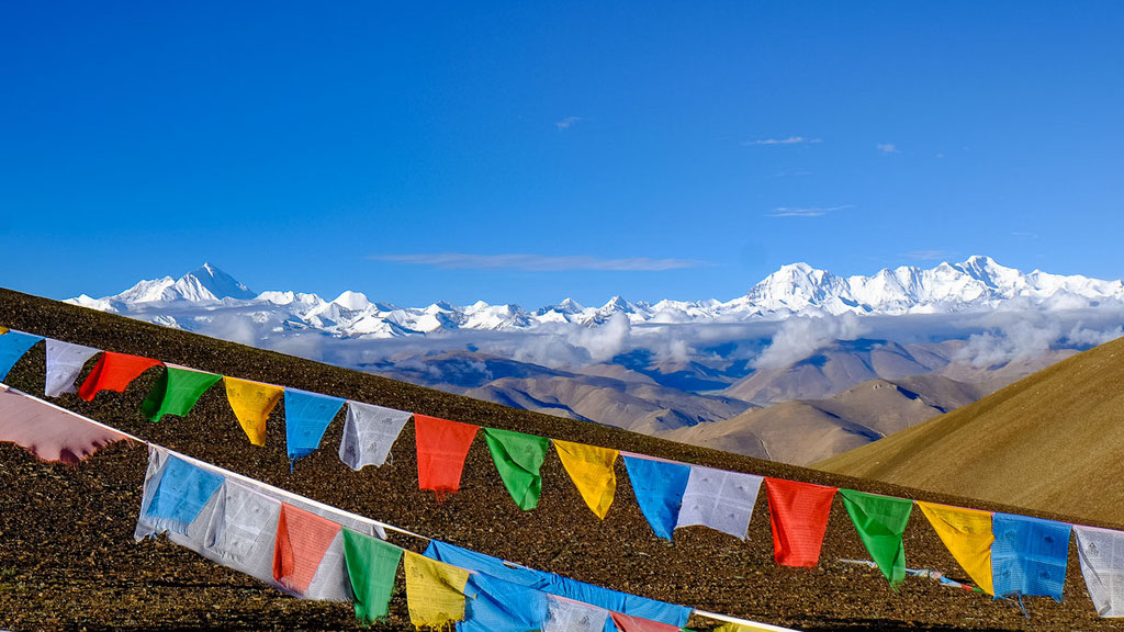 Blick vom Pang La in Tibet auf Mount Everest und Cho Oyu