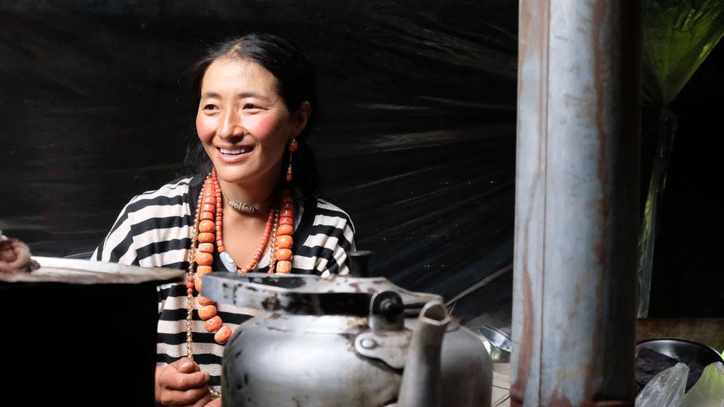 Nomadenfrau in der Region Nyenpo Yurtse
