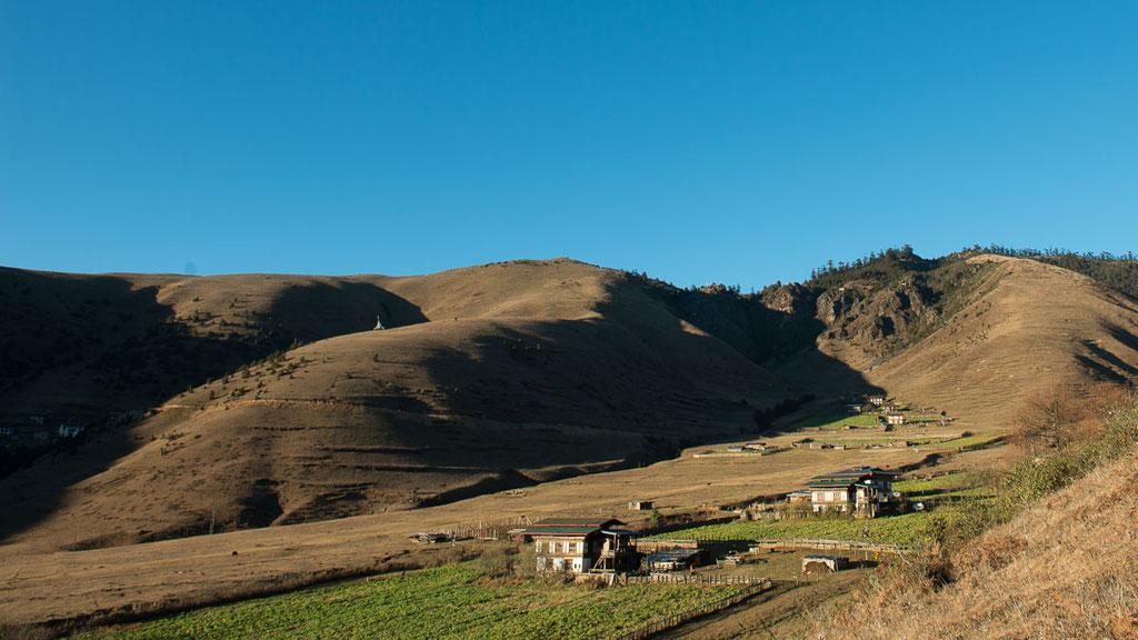 Kleines Dorf im Hochtal von Phobjikha