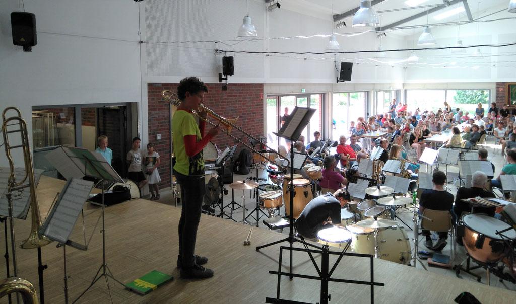 """Städtischer Musikverein Erkelenz - Eliah Moll, Posaune beim """"Best of"""" der Klassenvorspiele 2019 (Foto: Thomas Lindt)"""