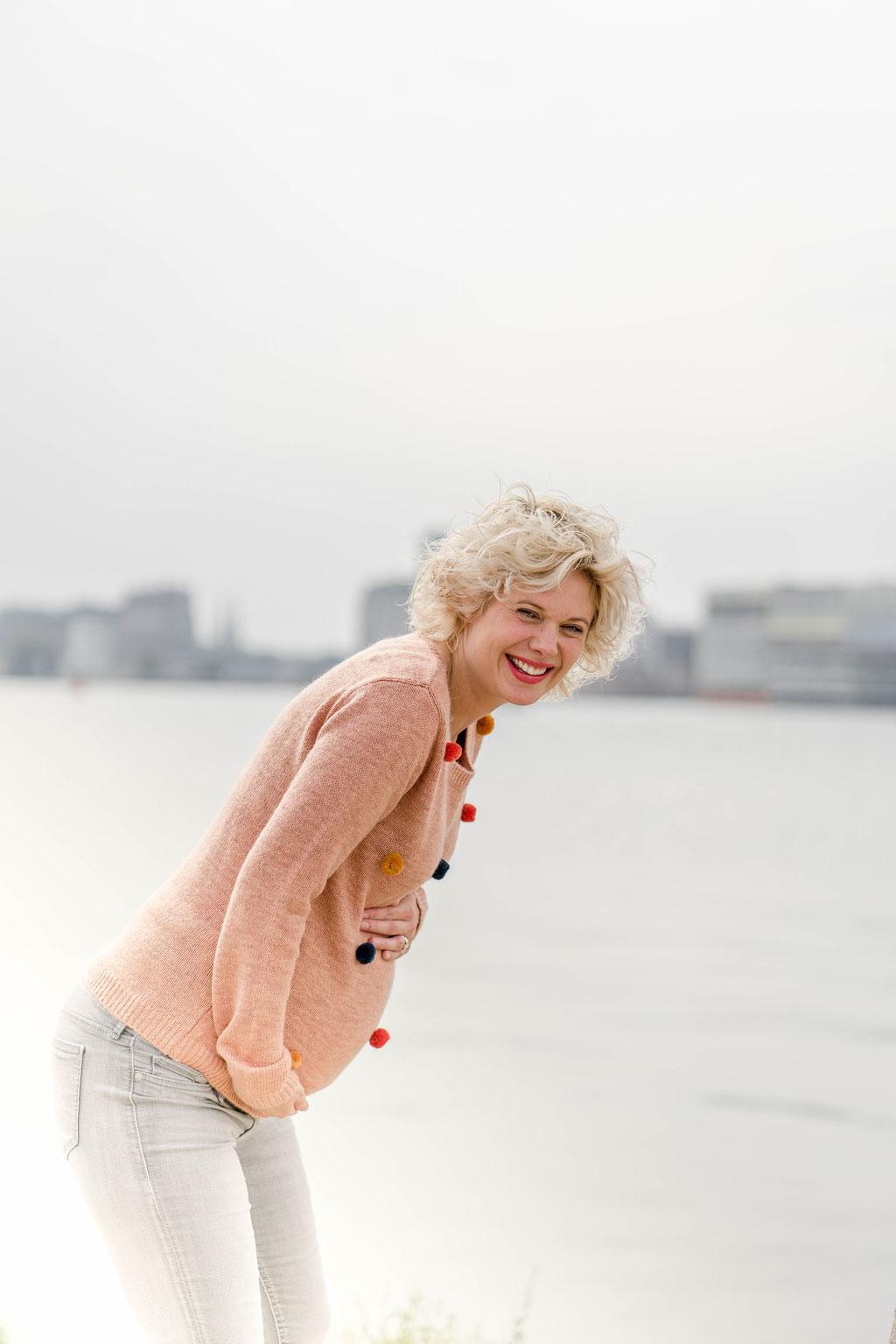 NDSM-werf, Amsterdam, fotoshoot, fotograaf, zwangerschapsshoot, zwanger, industrieel, graffiti, industriële foto's,