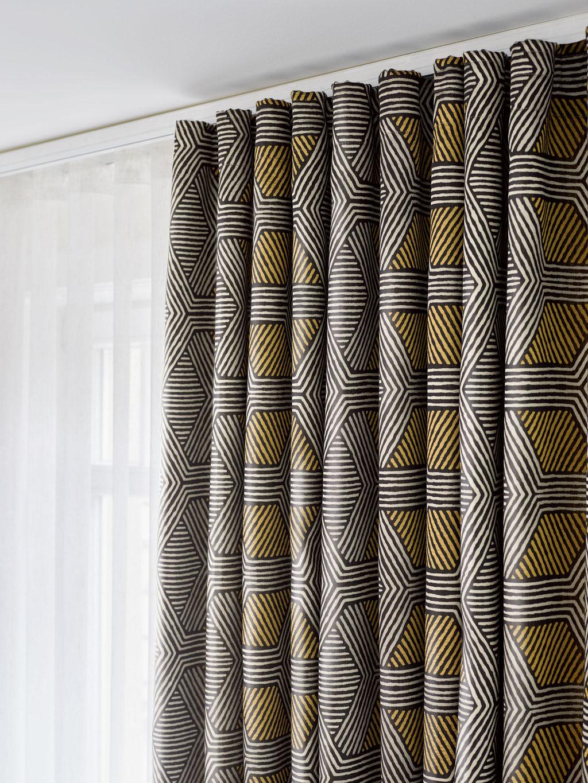 Gardinen und Vorhänge für den minimalistischen Wohnstil, grafische Gardinen, Vorhänge mit Muster in gelb, schwarz