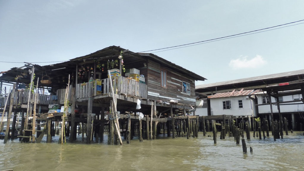 Poorer areas in Bangkok, Thailand - living on the water