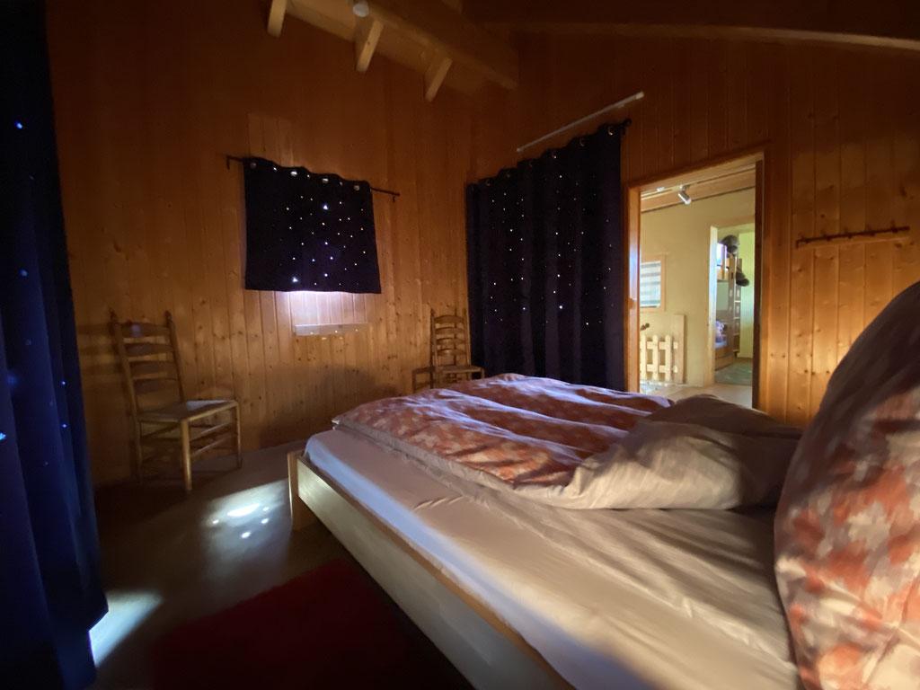 Schlafzimmer OG mit Doppelbett 160x200 und Galerie