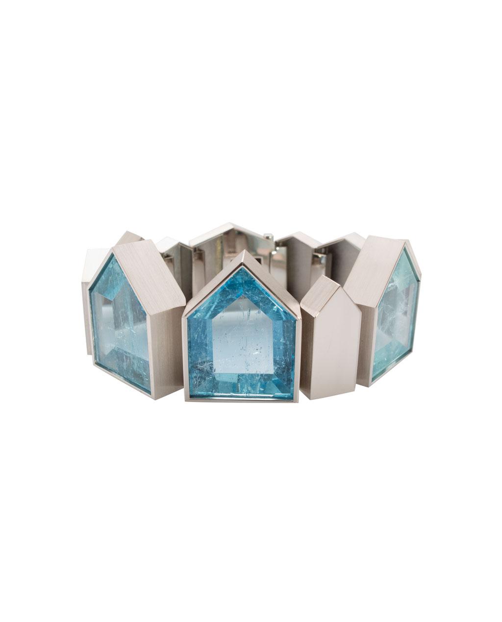 Armband mit Aquamarin 117,36 carat, in 18 karat Weißgold, Preis auf Anfrage