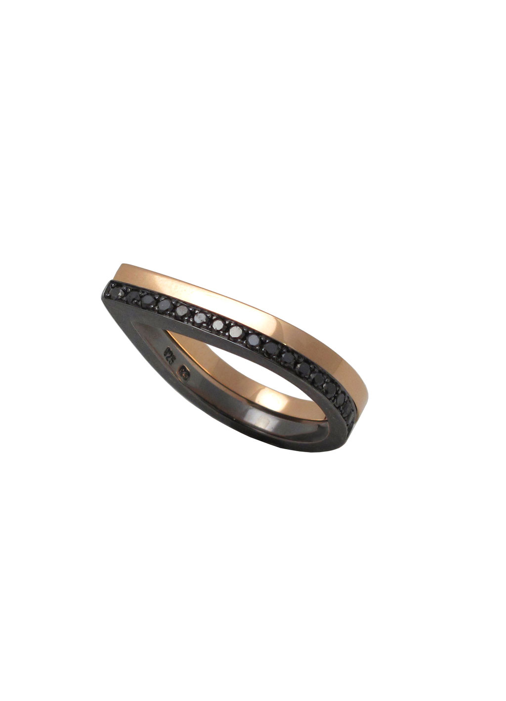 Diamantring mit schwarzen Diamanten und 925 Sterlingsilber geschwärzt 590 Euro, Rotgoldring 18 karat Rotgold 690 Euro