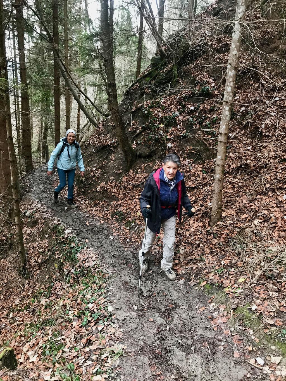 Denise Sigg und Rosmarie Fritschi auf dem Coiffeurwegli Uetliberg.