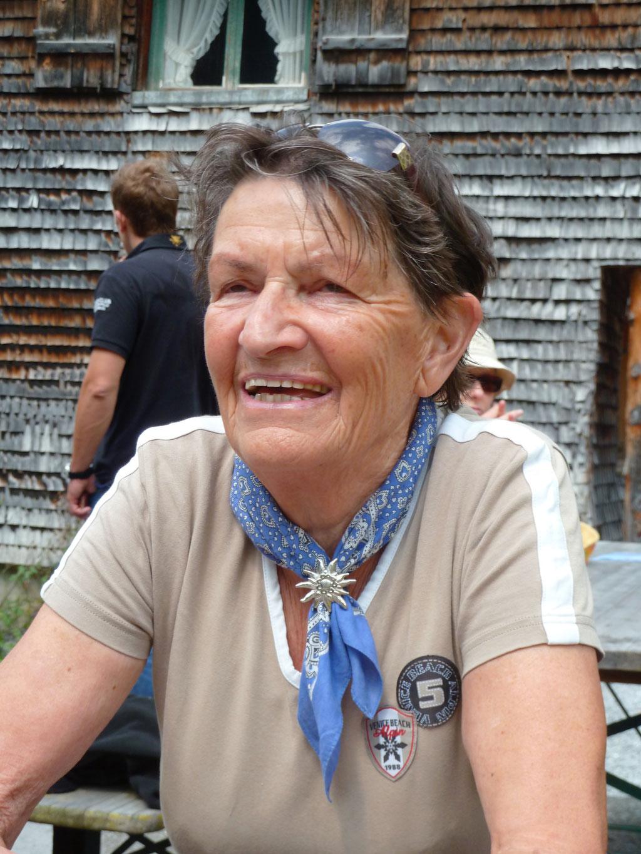 Rosmarie Fritschi auf dem Weg zum Vrenelisgärtli