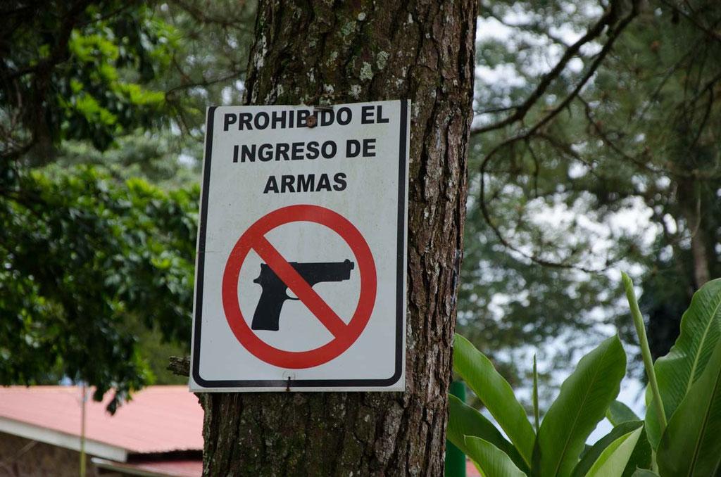 Waffen sind auf der Finca verboten!