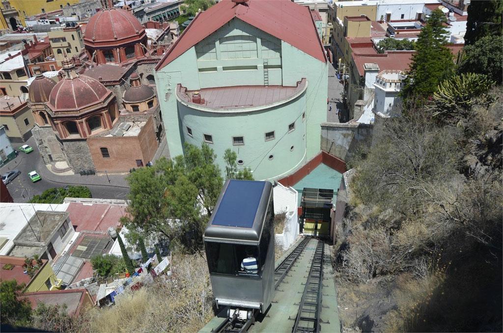 wir fahren mit der Funicular (Standseilbahn)