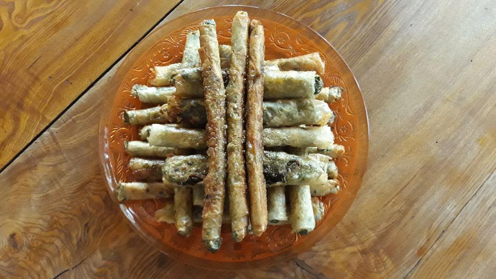 06.05. Filoteig-Zigarren, gefüllt mit Feta und Schnittmangold