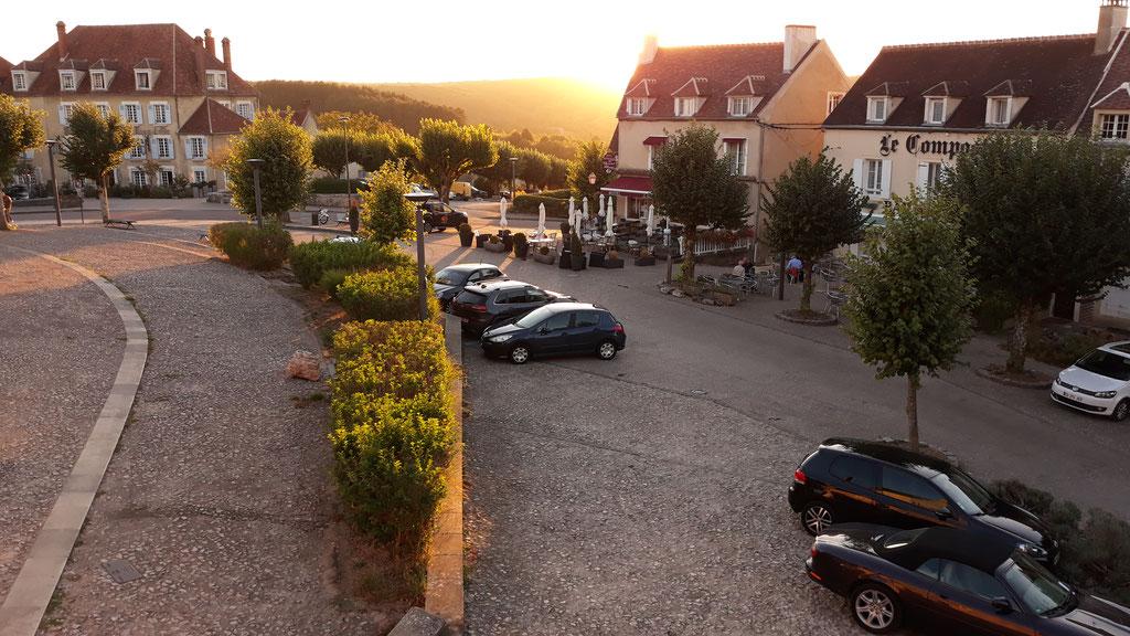 Vézelay - bei Sonnenuntergang - von unserem Abendessentisch aus