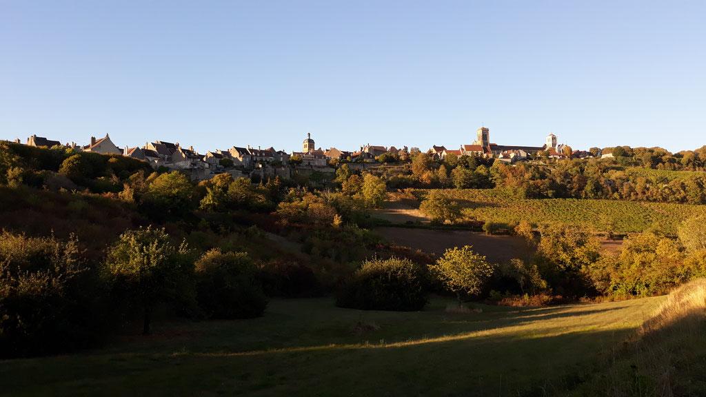 Vézelay hat uns stark beeindruckt - der Blick von unten