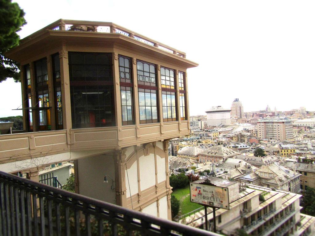 Исторический лифт - экскурсии по Генуе на русском