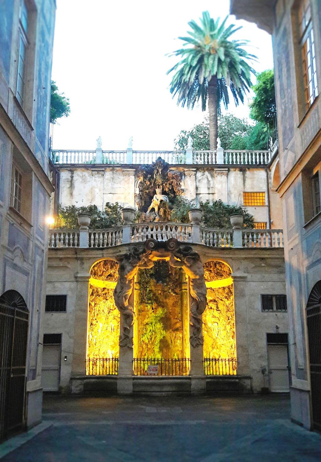 внутренние дворики - экскурсия по Генуе