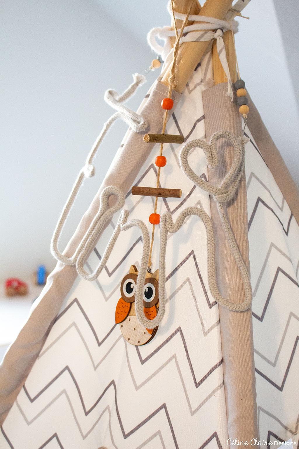 """Tipi: Hofer, Schriftzug: selbstgemacht aus einem DIY-Kit von Action (eigentlich für das Wort """"Love""""), Holzeule: Libro"""