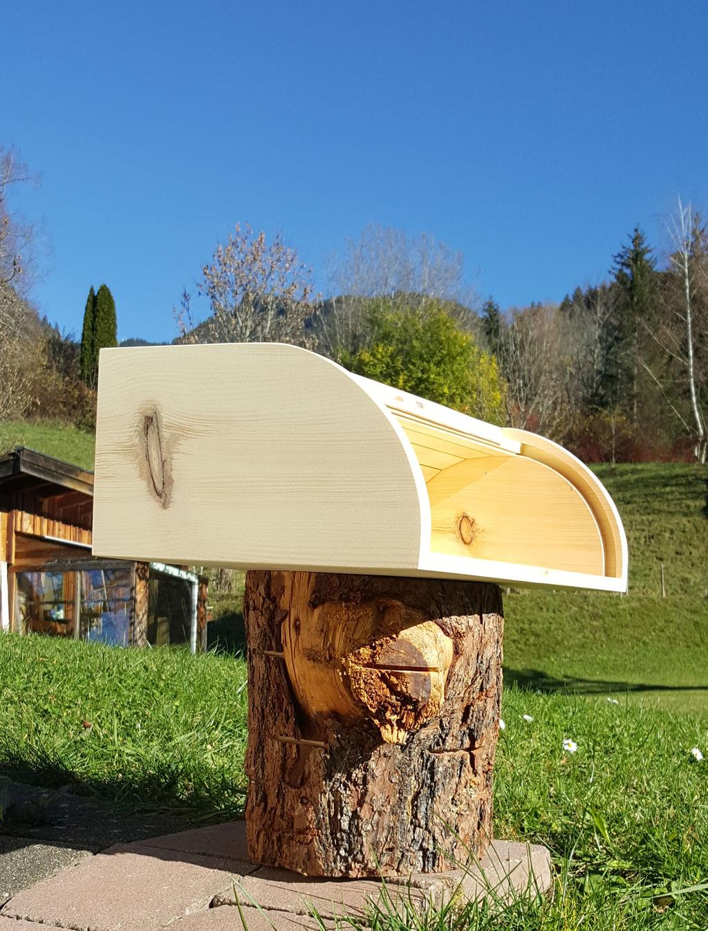Zirbenholzbrotkasten im Allgäu