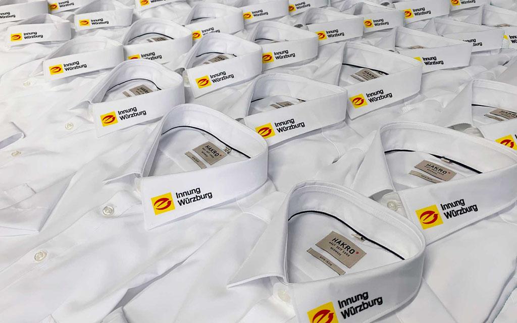 Business-Hemden von HAKRO, veredelt mit 3-farbigem Logo am Kragen