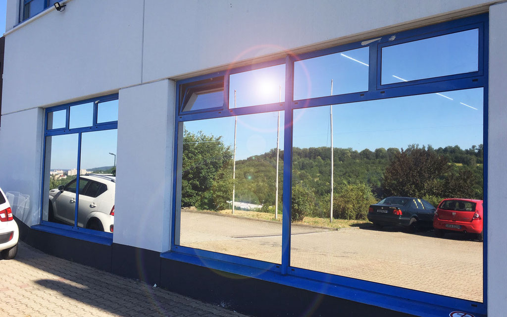 Beklebung Sonnenschutzfolie als Hitzeschutz bzw. Sichtschutz und Blendschutz, Fenster-Verspiegelung