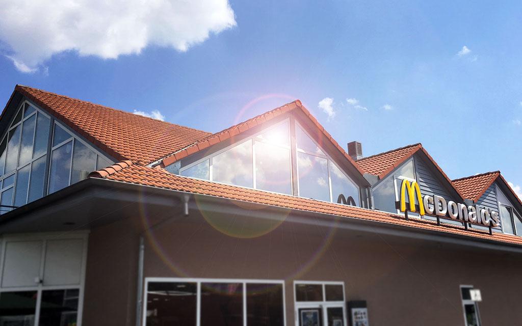 Beklebung von Gebäudeschutzfolie, Sonnenschutzfolie, UV-Schutzfolie, Spiegelglasfolie und Splitterschutzfolie, Flachglasfolierung und Fenster-Verspiegelung