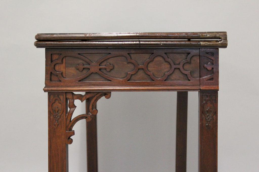 Spieltisch mit retuschierter Holzergänzung | Foto: A. Fehse