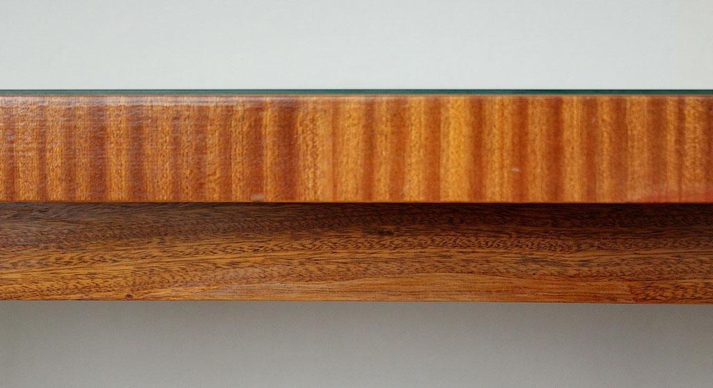 Tischkante mit ergänzten Furnier und anschl. Retusche | Foto: A. Fehse, 2012