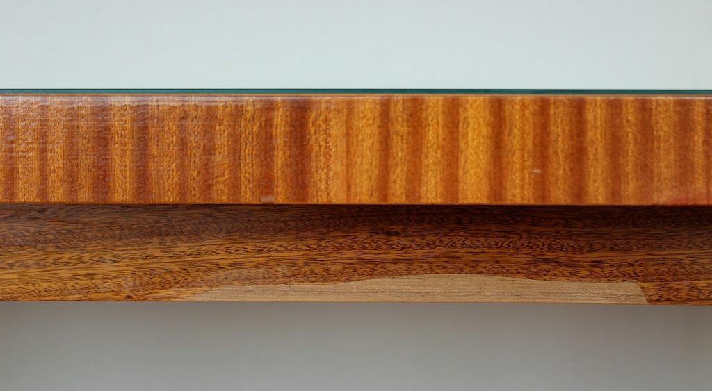 Tischkante mit ergänzten Furnier | Foto: A. Fehse, 2012