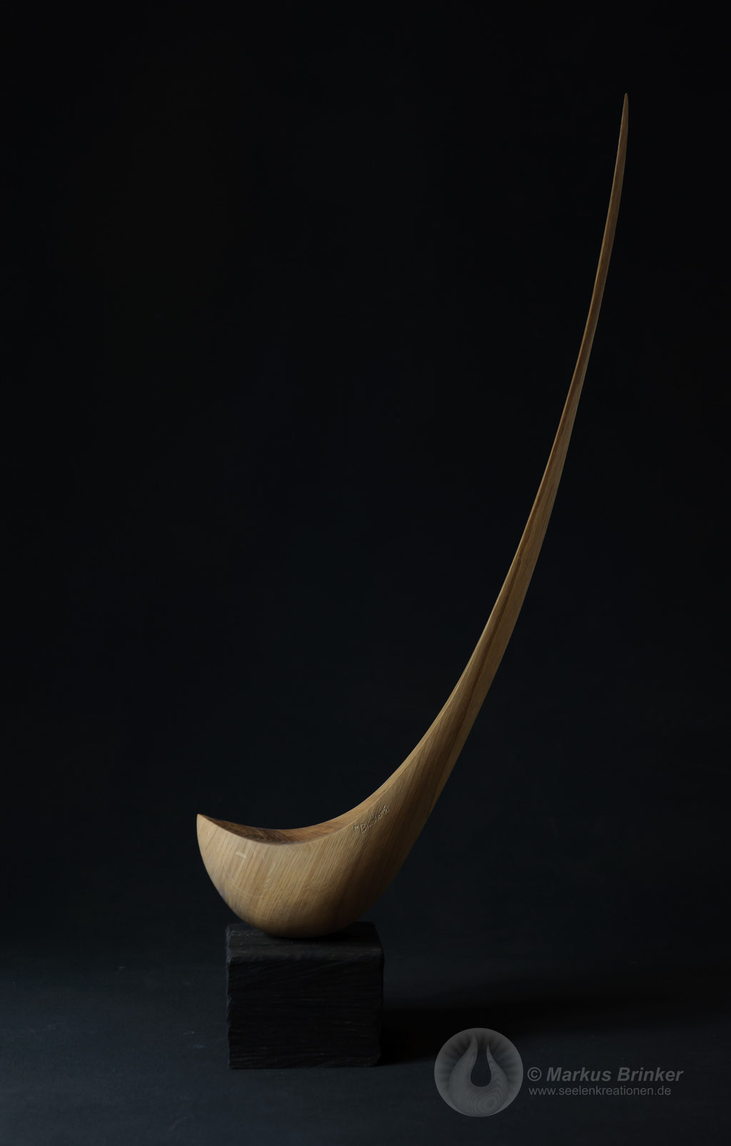 Eichentropfen, Eichenholz auf Sockel