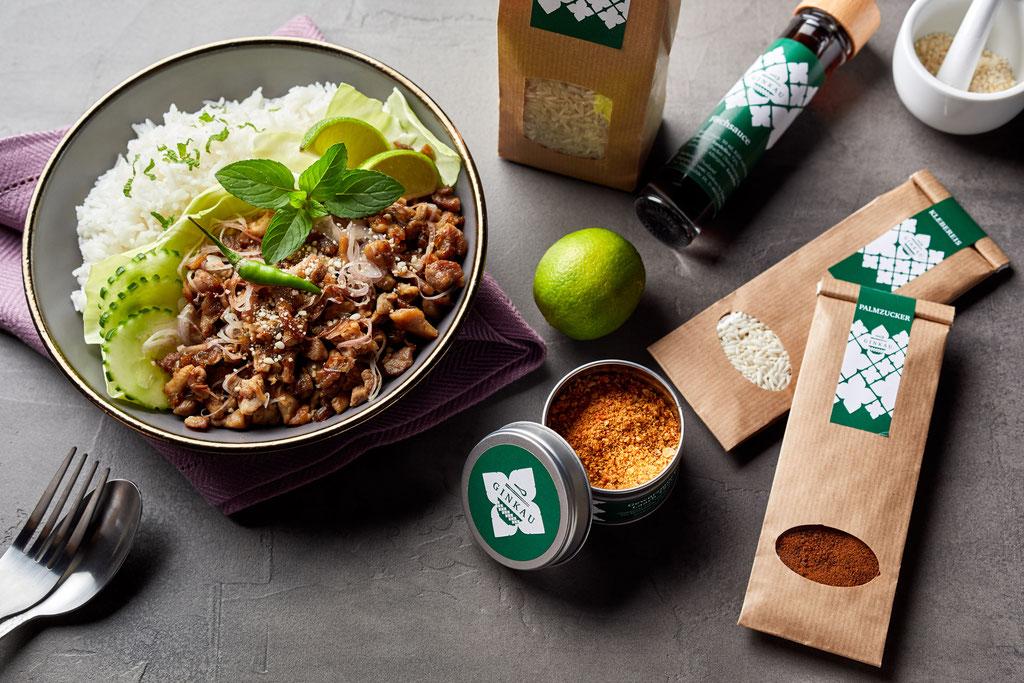 Laarb Moo pikanter Fleischsalat Thailand
