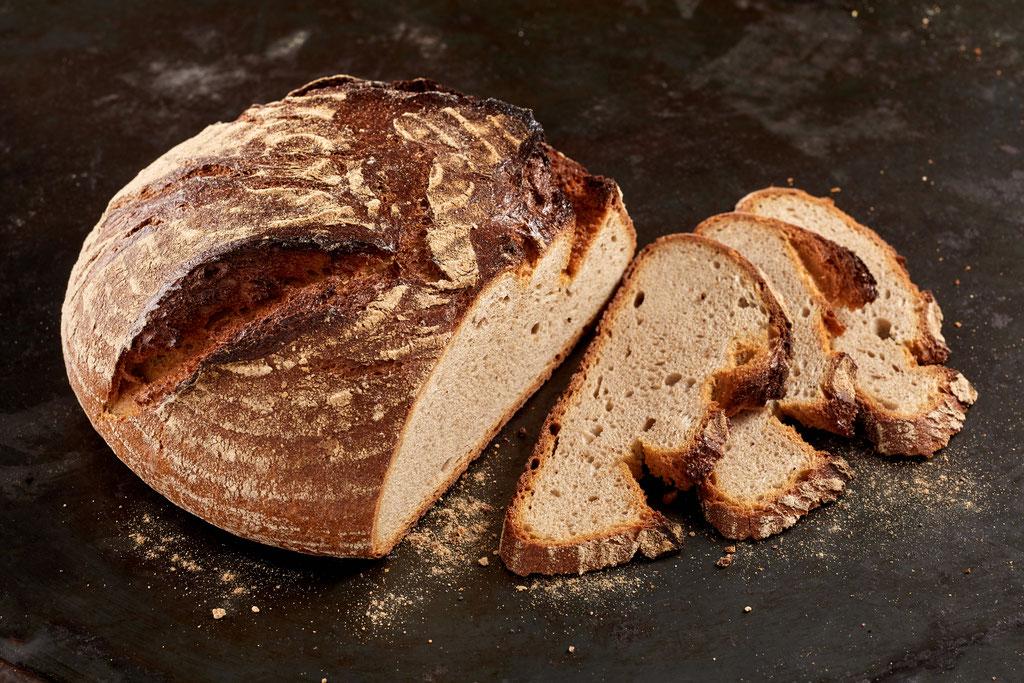 geschnittenes Brot am Stück, Werbeaufnahme für die Bäckerei Kiepenkerl