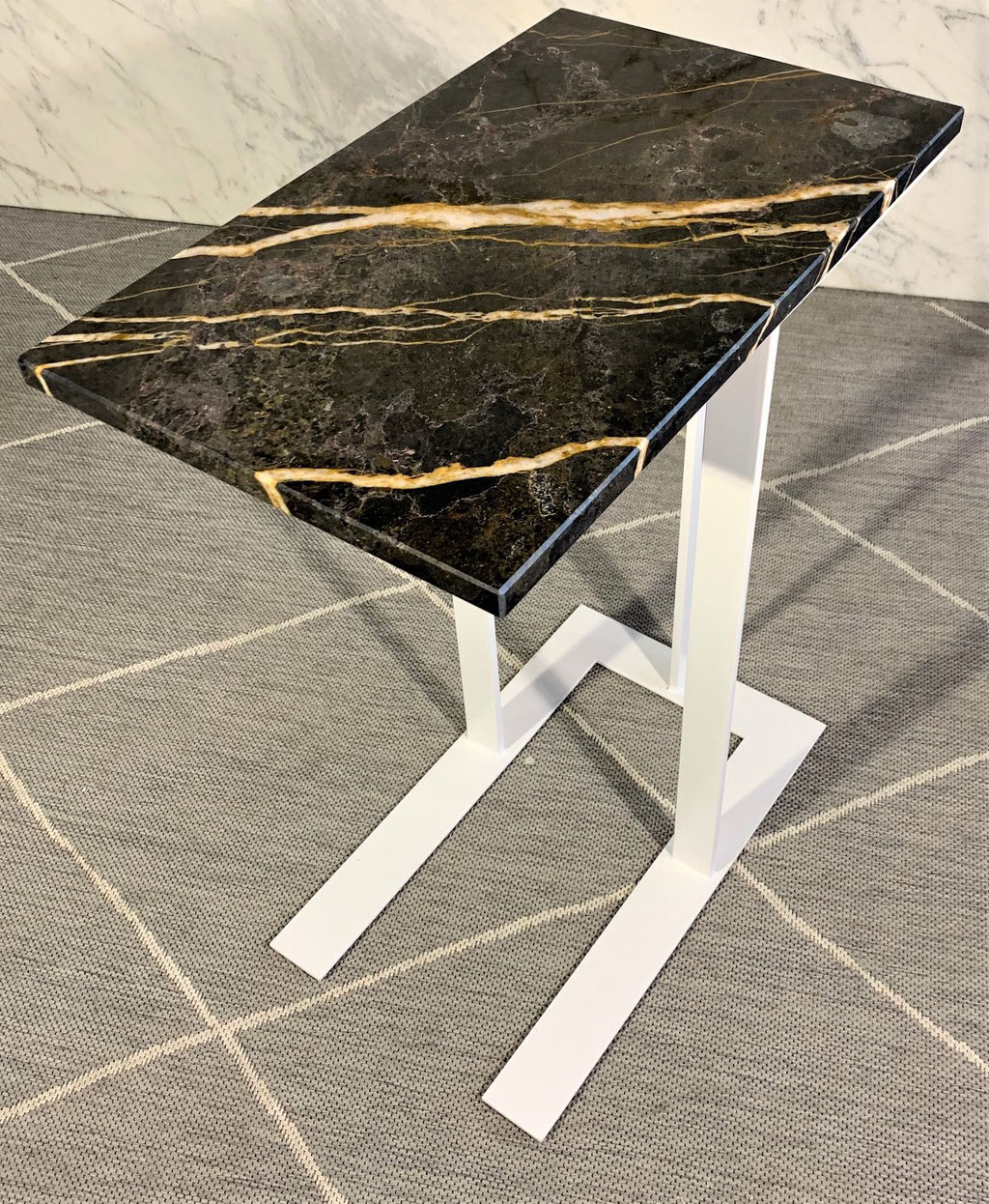Port Laurent marble with white steel