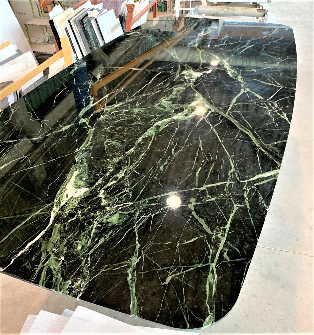 Productie van Verde Verias marmer tafel