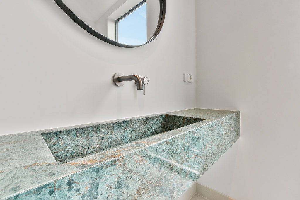 Marble pieces handcrafted in Italy
