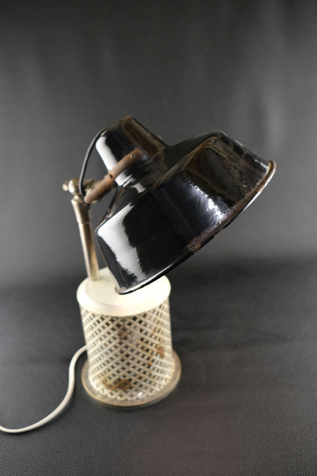 Lampe, Lichtobjekt, Bestrahlungslampe, Kunst, Lichtskulptur, Wolfgang Wallner, Hall in Tirol