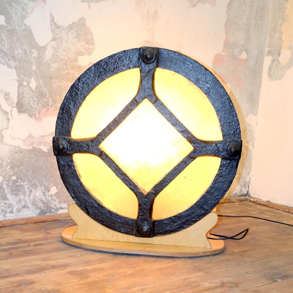 Lichtobjekt Lampe, Olivenmühle, Rad, Skulptur Wolfgang Wallner, Hall in Tirol